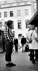 L'homme au carreaux (BenoitGEETS-Photography) Tags: sony a6000 bruxelles brussels streetphoto homme chemise shirt carreau square bn bw blackwhite noiretblanc nb sablon