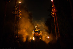 Via Crucis (ralcains) Tags: sevilla siviglia seville andalousia andalucia andalusia spain españa semanasanta hollyweek incienso incense nube cloud street streetphotography calle fotografiadecalle leica leicam240 m240 7artisans 50mm telemetrica rangefinder procesion cofradia humo leicam