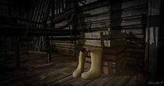Georgia Rain (larisalyn (Rachel)) Tags: gumboots galoshers secondlife boots rain vintage chair