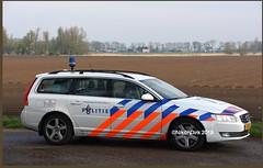 Dutch Police Volvo LE. (NikonDirk) Tags: dutch traffic police national agency landelijke eenheid politie nikondirk nederland netherlands holland nikon cop cops hulpverlening trafficpolice verkeers verkeerspolitie numansdorp verkeer foto v70 hz681s hz682s jl451s