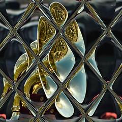 Sourde oreille (Emmanuelle Baudry - Em'Art) Tags: art artwork abstract abstrait artnumérique artdigital digitalart mosaique mozaic music musique emmanuellebaudry emart composition couleur colour