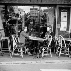 Bonjour tristesse II (mouzhik) Tags: 11000sf56iso1000 canon powershot g1xmarkiii canonpowershotg1xmarkiii 24mm мужик moujik mouzhik muzhik zemzem mujik paris parís 파리 париж 巴黎 парыж פריז pariisi パリ párizs parîs باريس parys parizo парис paryż παρίσι پاریس parijs photoderue photographiederue strasenfotografie streetphotography צילוםרחוב yличнаяфотография ストリートスナップ стритфотография تصويرالشارع fotografiadistrada fotoderua fotografíacallejera noiretblanc nb schwarzweis monochrom blackandwhite bw monochrome blancoynegro blanconegro biancoenero bianconero labodega tapas paella vino vinos parisienne pariserin parisian parisina parigina парижанка parisiense terrasse terrace terraza terrazza террaса terraço taras bonjourtristesse