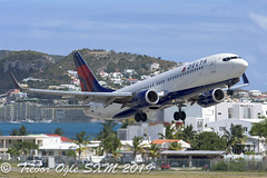 DSC_7979Pwm (T.O. Images) Tags: delta airlines boeing 737 sxm st maarten princess juliana airport