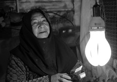 Potato seller, Kerman (2018) (MarcoFlicker) Tags: potato seller kerman bazar bazaar fuji xe1 fujinon xf50 f2 iran portrait black white