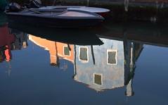 Reflets à Burano (chriskatsie) Tags: eau water venise venezia italie italy italia laggon couleur color house maison