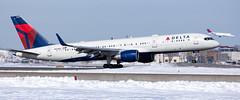 MSP N539US (Moments In Flight) Tags: minneapolisstpaulinternationalairport msp kmsp mspairport n539us boeing 757 b752 757200 757251 dal943 seamsp aviation avgeek airplane airliner landing snowbank twofortuesday twofer