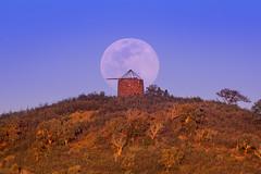 Super Worm Equinox Moon (www.craigrogers.photography) Tags: moon super supermoon equinox wormmoon sunset windmill algarve serra portugal moonrise supermoonmarch2019