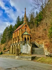 König-Otto-Kappelle at the foot of Thierberg mountain in Kiefersfelden, Bavaria, Germany (UweBKK (α 77 on )) Tags: könig otto kapelle chapel church kirche neugotisch gothic revival architecture gedächtnis votiv religion religious christianity tree forest mountain thierberg building kiefersfelden bavaria bayern germany deutschland europe europa iphone