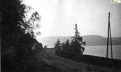 tm_7976 (Tidaholms Museum) Tags: svartvit blackandwhite positiv landsväg vatten sjö lake ulricehamn väg