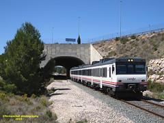 Tren de media distancia de Renfe (Regional Madrid-Valencia) a su paso por SIETE AGUAS (Valencia) (fernanchel) Tags: spain sieteaguas поезд bahnhöfe railway station estacion ferrocarril tren treno train md mediadistancia c3 adif