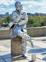 Finally a living statue came to the Trocadero (pivapao's citylife flavors) Tags: paris france trocadero streetartist