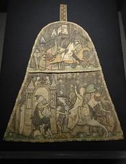 ca. 1330-1340 - 'alms purse (aumônière)', Paris, Teseum, Tongeren, province of Limburg, Belgium (roelipilami (Roel Renmans)) Tags: 1330 1340 alms purse aumônière almosentasche aalmoezenbeurs paris parijs bilzen alden biesen castle teseum tongeren tongres tongern belgium belgien loon limburg chateau 1335 knight ritter chevalier horse caballero cheval ridder paard cervelliere mail hauberk surcoat surcotte cotehardie cotehardy tippet tippets greave greaves embroidery lady courtly scene shield heart coif cotte de maille kettenhemd maliënkolder wappenrock judge beard old man kirtle schild heater french france francais broderie borduur almosenbörse sarrazinoise bouclier coeur escudo duel