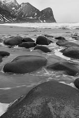Unstad Beach_Lofoten (Jana`s pics) Tags: lofoten lofotenislands norwegen norway ocean meer sea water wasser strand beach steine felsen rocks mountains berge nature natur naturephotography naturfotografie landscape landschaft landscapephotography landschaftsfotografie blackandwhite monochrome monochrom schwarzweiss bw bwph