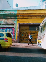 de relance (lucia yunes) Tags: rua cenaderua fotoderua fotografiaderua streetshot streetscene streetphotography streetlife urbanlife mobilephotography motoz3play luciayunes trânsito caos pressa