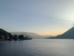 (Paolo Cozzarizza) Tags: italia lombardia lecco perledo panorama acqua cielo tramonto alberi riflesso