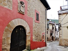 Zirauki- Navarra (EduOrtÍn.) Tags: calle casa portal escudo cirauqui zirauki comunidadforaldenavarra navarra nafarroa euskalherría