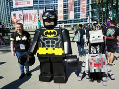 Lego Batman and Spider (Kelson) Tags: wondercon wondercon2019 cosplay comiccon lego batman legobatman minecraft spider spiderjockey skeleton comics dccomics costume