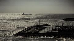 Puerto de Tarragona. (Ricardo Pallejá) Tags: mar sea tarragona travel contraste cataluña catalonia catalunya contraluz blancoynegro bw blackandwhite barco paisaje landscape nikon d500 ocean