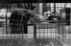 La main au couteau (BenoitGEETS-Photography) Tags: a6000 sony bruxelles brussels bn bw blackwhite noiretblanc nb streetphoto travail job employé worker main hand couteau knive
