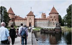 235-CAMINO DEL CASTILLO DE TRAKAI- VILNIUS - LITUANIA - (--MARCO POLO--) Tags: castillos edificios arquitectura rincones islas curiosidades hdr