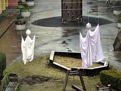 Halloween. (robárt shake) Tags: halloween ghost geister scarry fürchten ängstlich bettlaken funny lustig witzig spas gag sheet kreativ kreativität