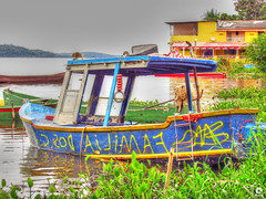 Boat (Michell Fotografia) Tags: boat ripples bay baía barco riodejaneiro natureza nature yellow red azul casa green cidademaravilhosa lagoa canoa hdr brasil brazil waterscape river coth5 travel contraluz sky clouds sun árvore céu lago cores landscape paisagem viagem water wood lake conway