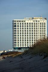 hotel by the sea (ericgrhs) Tags: hotel balticsea ostsee strand beach ostseestrand warnemünde rostock warnemünderstrand architecture sky sand düne