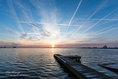 It's crowded in the sky 2 (Leo Kramp) Tags: manfrotto410juniorgearedhead zonsopkomst reeuwijkseplassen hahnelhrc80cablerelease loweproprotactic450awcamo gitzogt3542ltripod 2019 sunrise reeuwijk zuidholland nederland nl wwwleokrampfotografienl leokrampfotografie