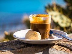 Kaffeepause mit einem Cortado (mohnblume2013) Tags: kaffe cortado kanaren fuerteventura spanien strand sonne himmel licht makro bokeh