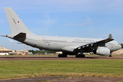 ZZ334 (GH@BHD) Tags: zz337 airbus a330 a332 a330200 a330242 mrtt voyager voyagerkc3 royalairforce raf riat riat2017 royalinternationalairtattoo raffairford fairford tanker transporter transport cargo freighter military aircraft aviation airliner