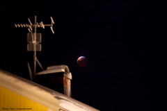 The Moon! (petergranström) Tags: moon månen tak roof blood antenn antenna night natt blod