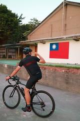 板橋 435 藝文特區.敬禮?! (nk@flickr) Tags: friend taipei cycling 台北 taiwan panchiao 台湾 板橋 20190405 bobby 台灣 canonefm1545mmf3563isstm