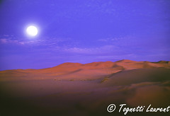 lever de lune dans le désert ( Merzouga au Maroc) (tognio62) Tags: désert sable coucherdesoleil nuages maroc lune