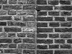 brick wall -textures picture 2- -explore- (MAICN) Tags: nahaufnahme bw architektur blackwhite monochrome closeup schwarzweis fuji mono x100f einfarbig 2019 fujifilm sw