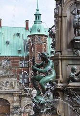 The Neptune fountain (detail) I (DameBoudicca) Tags: denmark danmark dänemark dinamarca danemark danimarca デンマーク hillerød frederiksborgcastle frederiksborgslot frederiksborgsslott schlossfrederiksborg palaciodefrederiksborg châteaudefrederiksborg castellodifrederiksborg フレデリクスボー城 castle slot slott schloss palacio château castello neptunspringvandet neptunefountain neptunusfontänen neptunusbrunnen fountain fontana fontän fontaine springbrunnen 噴水