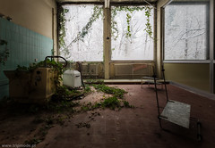 Rehab Zentrum (trip_mode) Tags: decay urbex exploration exploring urban abandoned clinic hospital trip trespassing reabilitation winter window