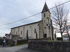 Saubrigues, Landes: église Saint-Pierre, XII°, et un bien vilain fil (Marie-Hélène Cingal) Tags: france sudouest 40 landes aquitaine nouvelleaquitaine macs saubrigues