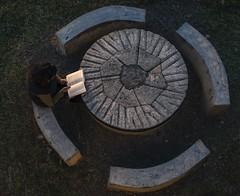 Comulgar con ruedas de molino (*Nenuco) Tags: book libro lectura mesa circulo nikkor 18105 d5300 nikon jesúsmr valencia arasdelosolmos