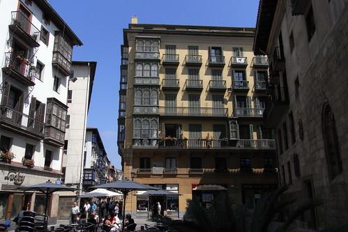20100604 065 Jakobus Bilbao Hausfassaden Platz Kathedrale Fenster Balkon