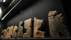 Reconstructed script and sherds (PChamaeleoMH) Tags: assyrian britishmuseum display exhibition london museum tablets