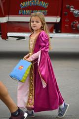 Did somebody say 'fire'?! (radargeek) Tags: september 2018 mustangwesterndaysparade mustang oklahoma kids children princess fire truck