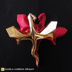 """""""Due draghi""""  Carta rossa/metallizzata oro, foglio unico, 25 cm di lato. Modello creato nel 2015. --------------------------------- """"Two dragons""""  Red/golden metal sheet paper, single sheet, edge 25 cm. Model created in 2015.  #origami #cartapiegata #pape (Nocciola_) Tags: draghi dragons paperart cartapiegata createdandfolded papiroflexia paperfolding originaldesign danielacarboniorigami paper origami"""