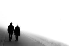 walk into the fog (ro_ha_becker) Tags: analogue film leicastandardconvleicaii leitzsummaron2835mm ilfordhp5 meinfilmlab monochrome zwartwit schwarzweiss biancoenero blancetnoir blackandwhite blancoynegro street fog nebel