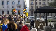 La llibertat davant els nous grisos / Freedom frontline (SBA73) Tags: catalunya catalonia catalogne catalogna katalonien 21d barcelona barrera barricada montjuic pladepalau llotja estathispanic police madereria resistim freedom independència independence estelada bandera flag grey dull frontline