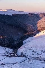 A bit of Warmth (m00chas) Tags: alportcastles canon70200f28l canon70200l canon6dmkii landscape landscapes canon snow winter derbyshire peakdistrict
