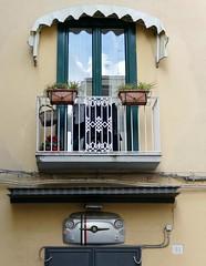 Window and Fiat 500 Bits (chdphd) Tags: sorrento campania italy