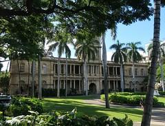 Hawai'i Colours - Downtown Honolulu (Pushapoze (NMP)) Tags: hawaii oahu honolulu downtown royalpalace palms bench park grass