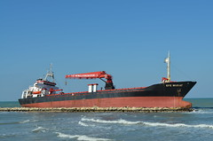 Efe Murat (Fraufraua) Tags: efemurat nave ship aground bari italia italy puglia sea mare seafront turkey turkish turchia