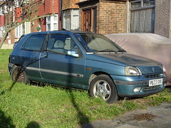 1996 Renault Clio 1.4 RT (Neil's classics) Tags: vehicle 1996 renault clio 14rt abandoned car