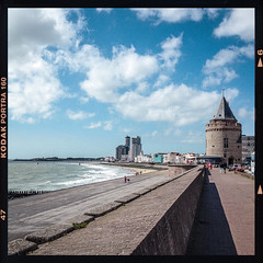 # Vlissingen (Fr@ηk ) Tags: hasselblad film analog analogue grain scan epsonv700 kodakportra160 asa iso 80mm square holland zeeland frnk rec0309 recent 6x6 rollei vintage darkroom vierkant doka mrtungsten62 nederland sea zee zon sun wolken clouds nuages weather summer 2017 europ12 europe europa flushing national water seaside wall beach bun girl boy swimming friday saturday interesting